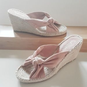 NWT SPLENDID PINK SUEDE WEDGE SANDALS